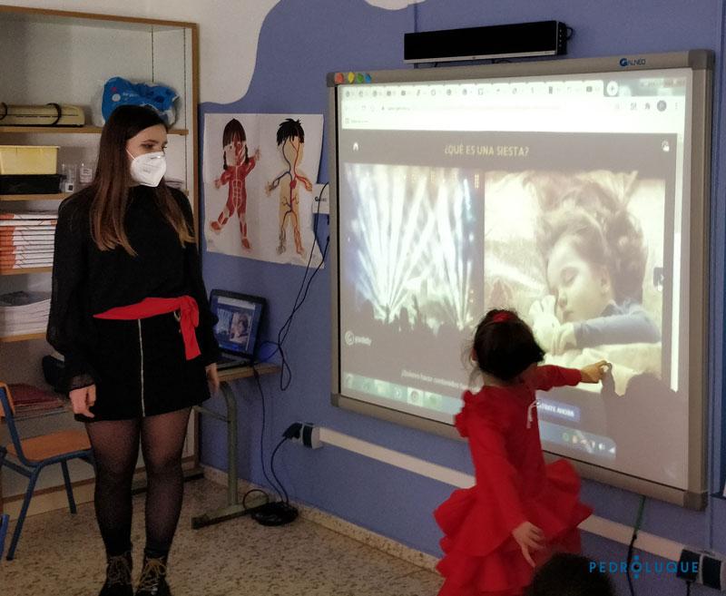 jugamos en el día de andalucía en educación infantil